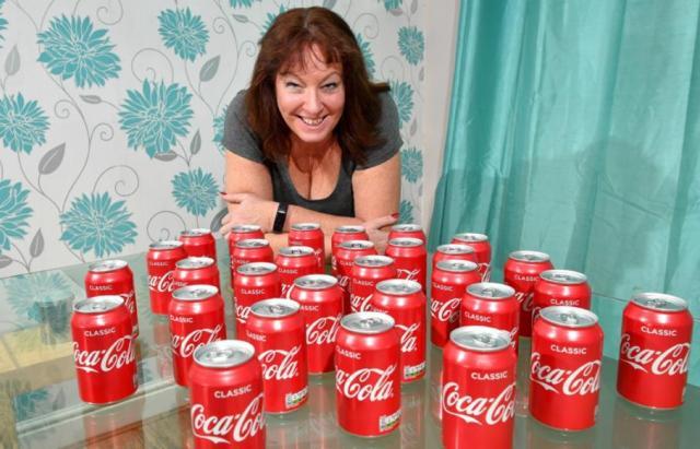 Resultado de imagen para Mira qué le sucedió a una mujer que consumió 30 latas de Coca-Cola al día durante 20 años