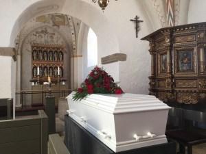 """Una mujer """"muerta"""" regresa con su familia cuatro días después de """"su"""" cremación"""