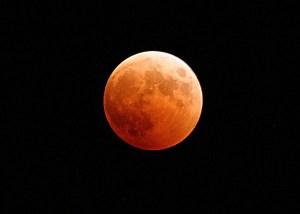 Un meteorito se estrella en la Luna durante el eclipse de superluna de sangre