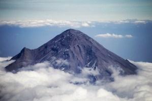 Ovni sobrevuela México con dirección al volcán Popocatépetl