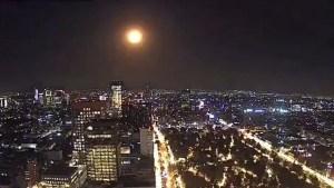 Un meteorito cae sobre México iluminando el cielo con una gran explosión