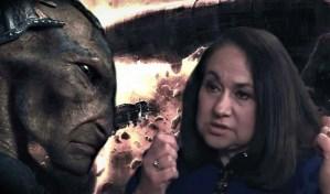 """""""Criaturas no humanas controlan el mundo"""" Ex ejecutiva del Banco Mundial Karen Hudes"""