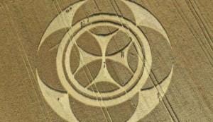 Aparece un gigantesco círculo de los cultivos con una señal templaria en un campo de Francia