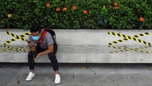 Singapur obligará a viajeros a usar dispositivos de monitoreo electrónico para hacer cumplir la cuarentena