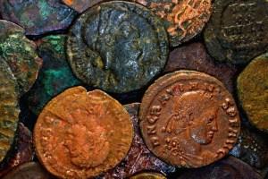 Víctima de una Maldición envía los objetos arqueológicos a su origen