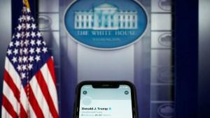 """Analista: """"El bloqueo de las cuentas de Trump por gigantes tecnológicos demuestra que ya son más poderosos que cualquier Gobierno"""""""