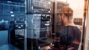 ¿Quiénes controlan Internet?: solo 14 personas en todo el mundo poseen las llaves de seguridad de la Red