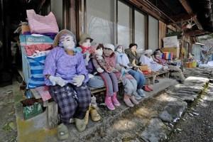 La inquietante villa en Japón habitada por muñecos