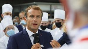 Macron recibe un huevazo durante una visita a una exposición en Lyon