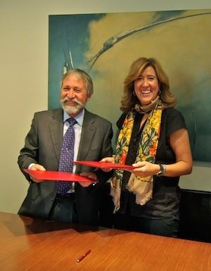 Ana Kringe, alcaldesa de Dénia, y Gabiel Martínez, director general de Marina de Dénia. (C) Manuel López 2012