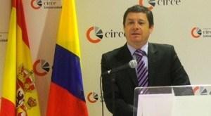 Esteban Albornoz presenta los proyectos que ejecuta el Ecuador en generación de energía renovable.