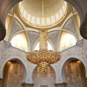 Lámparas de cristales de Swarovski en la gran mezquita Sheikh Zayed