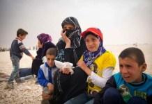 Una madre y sus hijos reflexionan sobre su futuro incierto en un campo de refugiados en Jordania. © ACNUR/ J. Koehler
