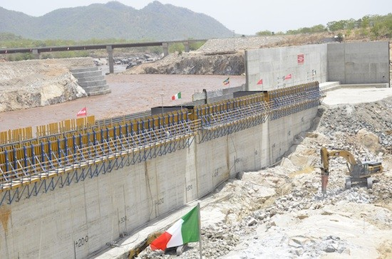 Etiopía es el país de África que más recursos invierte en centrales hidroeléctricas. En la foto se ve la presa del Gran Renacimiento en la occidental región de Benishangul-Gumuz. Crédito: William Davison/IPS
