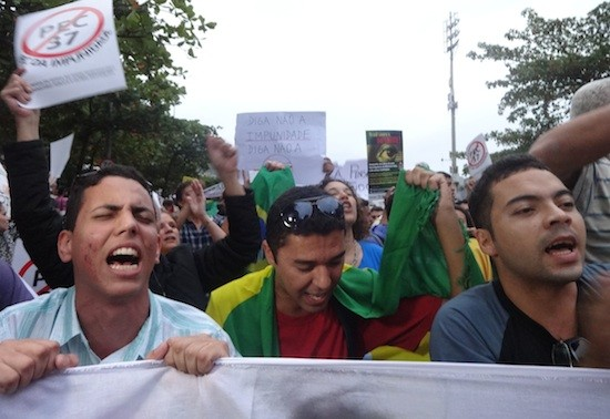 Jovenes-protestas-Brasil_FabianaFrayssinet-IPS