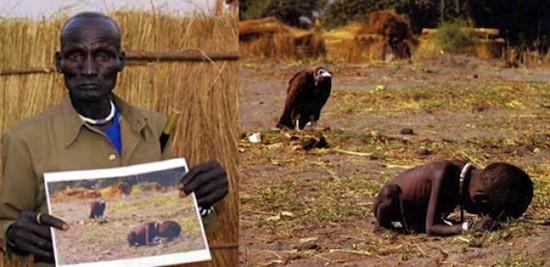 Kong Nyong, el niño que sobrevivió al buitre, posa con la famosa foto de Kevin Carter