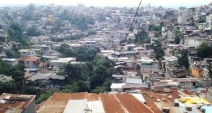 El barrio La Limonada, en la zona 5 de la capital guatemalteca es una muestra de la pobreza y desigualdad que persiste en América Latina. Crédito: Danilo Valladares