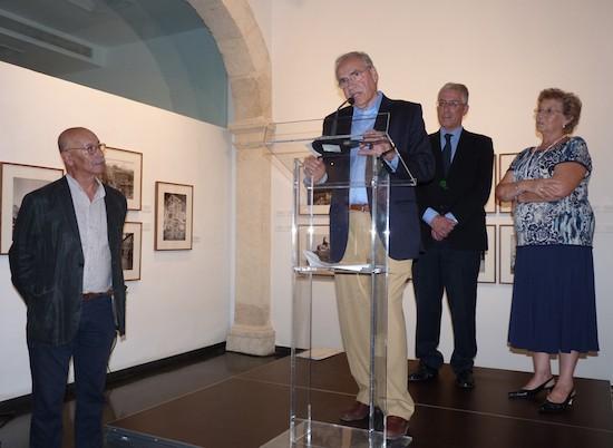 Alfonso Guerra en la inauguración de 'Marín. Fotografías1908-1940' junto con Pablo Juliá, Sebastián Cano Lucía Ramón