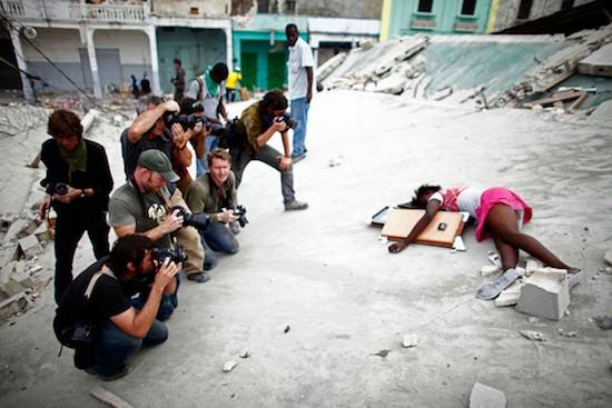 © Nathan Weber. La niña Fabienne Cherisma, de 14 años, muerta en Haití en el terremoto que asoló el país. En el momento de su muerte había 14 fotoperiodistas presentes