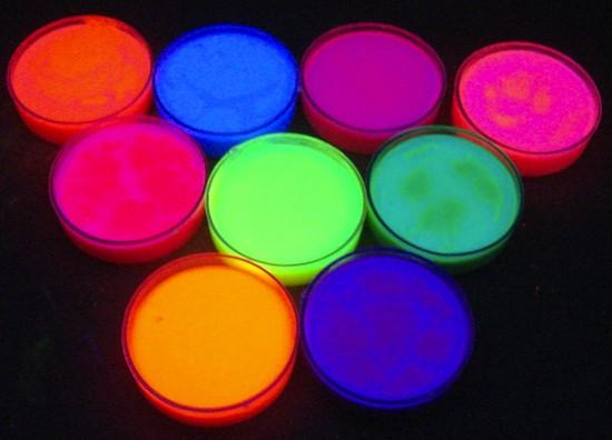 maquillaje fluorescente de neón a base de aceite