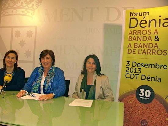"Forum ""Arròs a banda"" Dénia. De izq. a dcha.: Cristina Sellés, presidenta de la Asociación de Empresarios de Hostelería y Turismo de la Marina Alta (Aehtma); Pepa Font, concejala de Turismo; y Reme Cerdá, gerente de Aehtma"