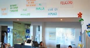 """""""¿Qué es para ti el paraíso?"""" Intervención de la artista Marta Ortega Estepa en las salas de Oncología y Hemodiálisis del Hospital Marina Salud de Dénia. (Foto tratada digitalmente –corregida la perspectiva-). """"¿Qué es para ti el paraíso?"""" Intervención de la artista Marta Ortega Estepa en las salas de Oncología y Hemodiálisis del Hospital Marina Salud de Dénia. (Foto tratada digitalmente –corregida la perspectiva-)."""