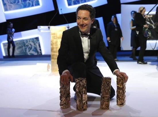 Guillaume Galliene con los premios César de la Academia Francesa