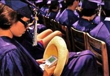 """Lauren Greenfield, """"Ceremonia de graduación, Santa Mónica, 1992"""