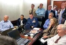 """""""Situation Room"""", """"Sala de la situación"""" en la sede de la CIA desde donde el presidente Barak Obama ordenó y siguió en tiempo real con su staff político, militar y de Seguridad el asalto a Osama Bin Laden. Fotografía original de Pete Souza / White House"""