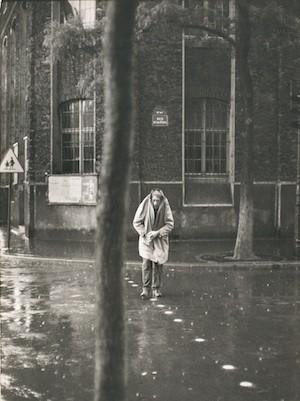 Cartier-Bresson-hombre-charco