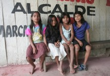 En algunos lugares del mundo, el acceso a la educación de las niñas sigue siendo una proeza, como sucede en la selva amazónica de Perú. Crédito: Milagros Salazar /IPS