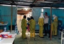 Personal de MSF en el centro ELWA 3 en Monrovia