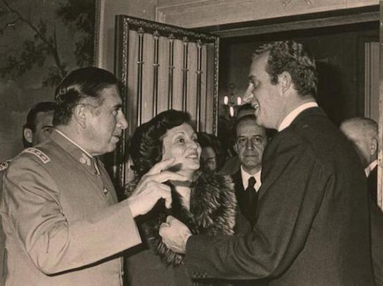 El dictador Pinochet y sus primeros encuentros internacionales, con el Rey Juan Carlos de España
