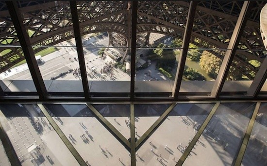 Paris-Torre-Eiffel-suelo-vidrio