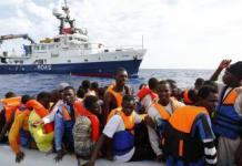 El barco Phoenix de socorro para emigrantes que naufragan en el Mediterráneo