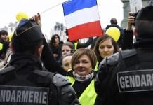 """Mujeres francesas se incorporan con voz propia a las movilizaciones de los """"gilets jaunes"""""""