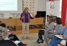Susana Guerrero, profesora de la UMA, imparte un taller sobre lenguaje inclusivo en la Asociación de Periodistas de Málaga