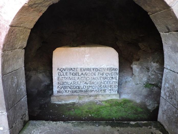 Adriana Bianco tumba de Don Pelayo