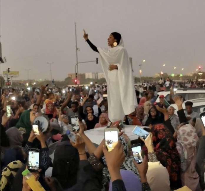 Lana H. Haroun: Alaa Salah, Sudán, 8 de abril de 2019
