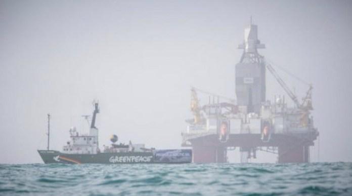 El Arctic Sunrise de Greenpeace en el mar de Barents, agosto 2017