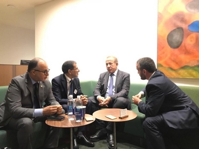Reunión en la ONU entre el presidente del Gobierno marroquí, El Ozmani -que subió la foto a una red social- y el representante de Kosovo.