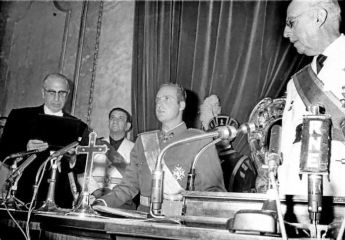 Juan Carlos jura como sucesor ante Franco en 1969