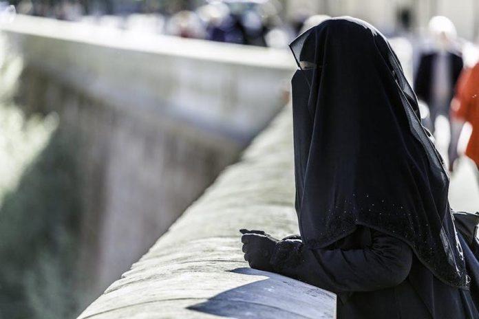 mujer con niqab