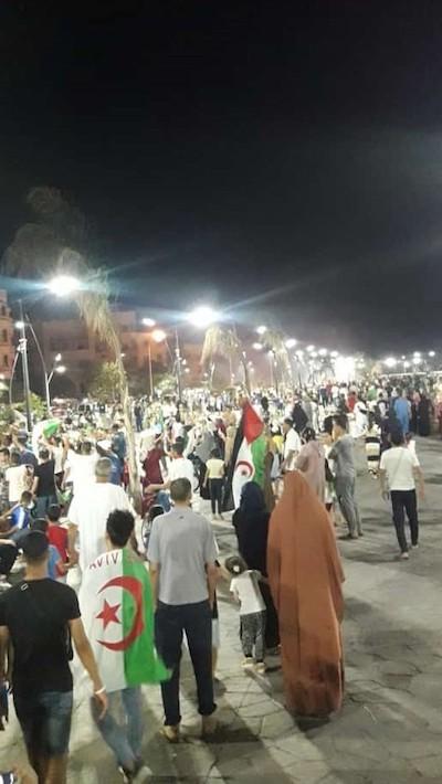 Saharauis celebran en las calles de El Aaiún la victoria de Argelia.