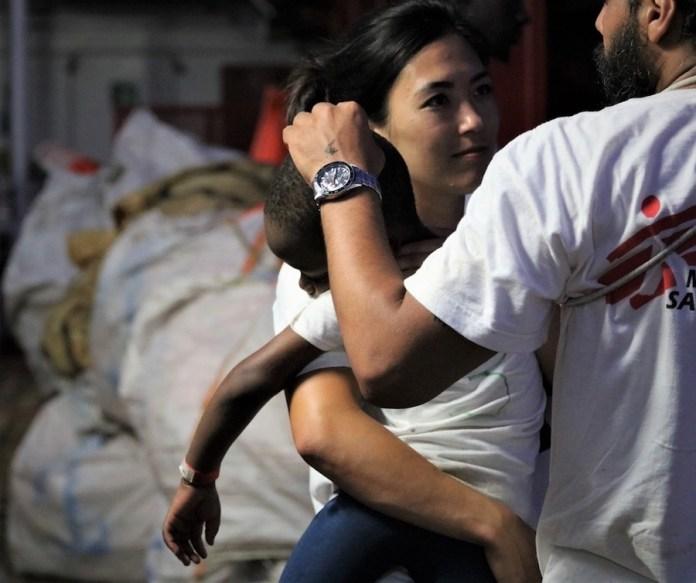 MSF / Hannah Wallace Bowman: personal de Médicos Sin Fronteras atiende a los náufragos rescatados por el Ocean Viking