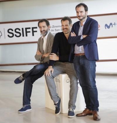 Aitor Arregui con Jon Garaño y José Mari Goenaga en el Festival de Cine de San Sebastián 2019