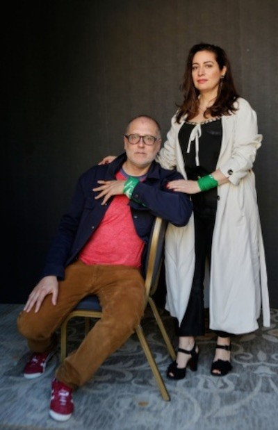 Juan Solanas y Alejandra Benevento fotografiados por Montse Castillo en SanSebastián. Arriba: fotograma de la película