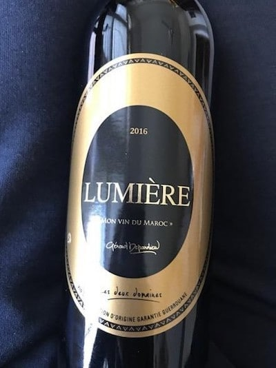 Etiqueta del vino Lumière, bajo la firma del actor francés Gerard Depardieu.