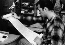 En cierto momento de la vida de una persona, la mirada de Jack Kerouac se vuelve vergonzosa. Fotografía de Fred DeWitt / Centro de Historia Regional del Condado de Orange