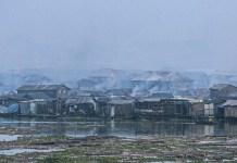 UNICEF / Bindra: Las emisiones de los vehículos, los generadores diesel, la quema de biomasa y masura contribuyen a la mala calidad del aire en Lagos, Nigeria